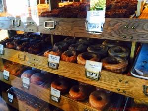 BarrisTourista-Vancouver Lucky's Doughnuts