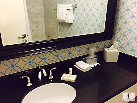 BarrisTourista-Le Meridien Delfina bathroom