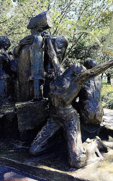 BarrisTourista-The Immigrants Statue 2 NYC small