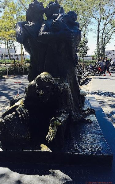BarrisTourista-The Immigrants Statue New York small