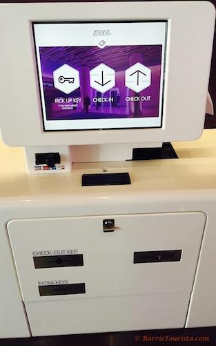 BarrisTourista-Yotel Review Checkin machine